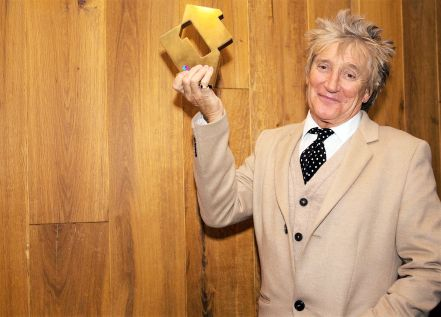 Rod Stewart with his Official Number 1 Album Award from the Official Charts Company for Blood Red Roses (credit: OfficialCharts.com)