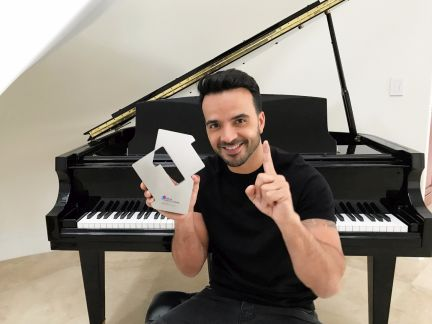 Luis Fonsi in Miami with his Official Number 1 Award for Despacito [credit OfficialCharts.com]