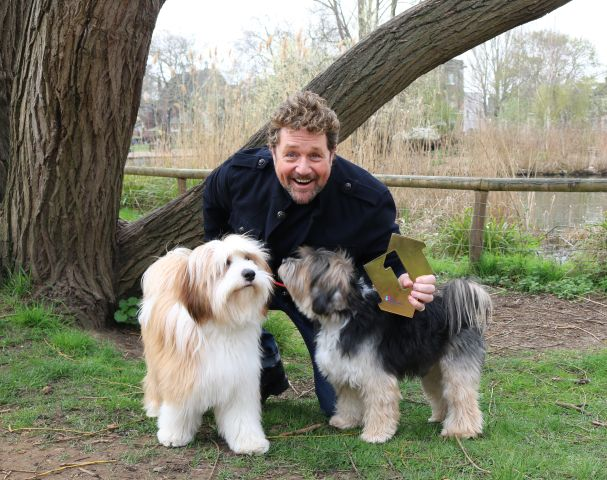Michael Ball's dogs receive his Number One award for topping the Official UK Albums chart [Picture: Officialcharts.com]